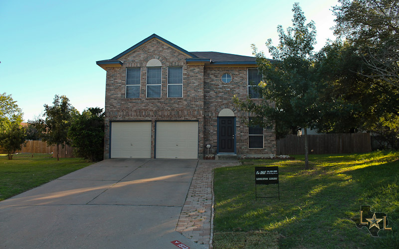 luxury home for sale round rock frontyard